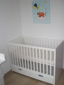 Das bereits angeschaffte Babybett (ebenfalls von IKEA)